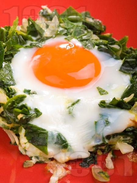 Спаначени гнезда с яйца - снимка на рецептата